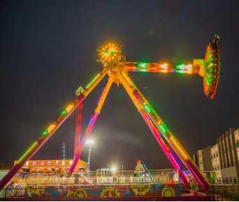 Giant Pendulum Ride